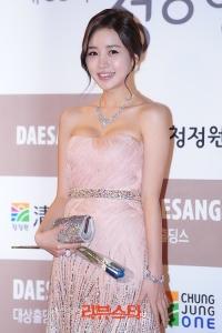 Yoon-Jin-Yi-5